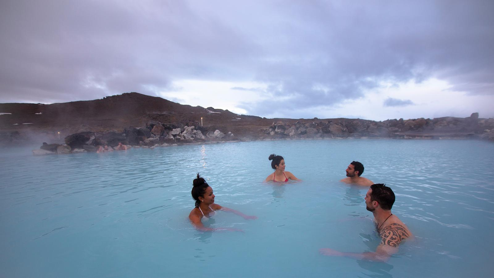 Wellness Iceland - The Ultimate Hiking and Meditation Experience